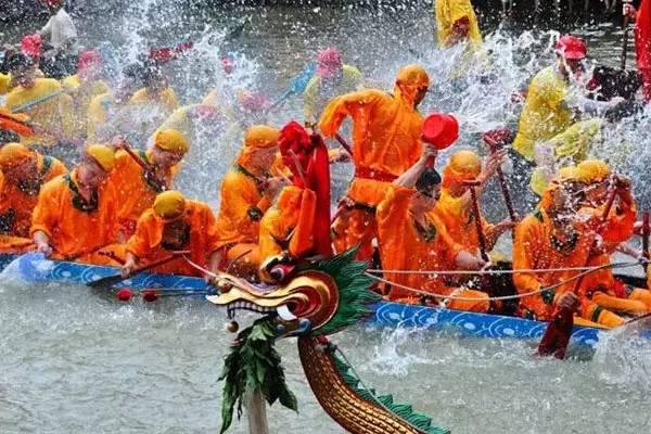 傣族泼水节的湿身习俗你知道几个 不懂你就死定啦