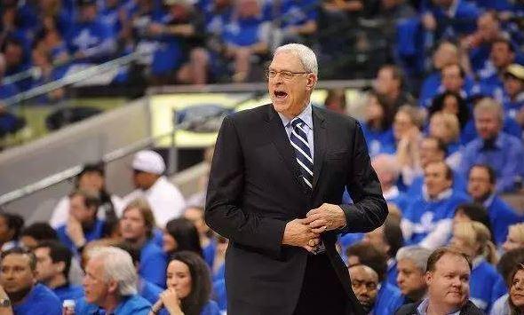 【组图】好的篮球教练很重要,篮球裁判判罚动