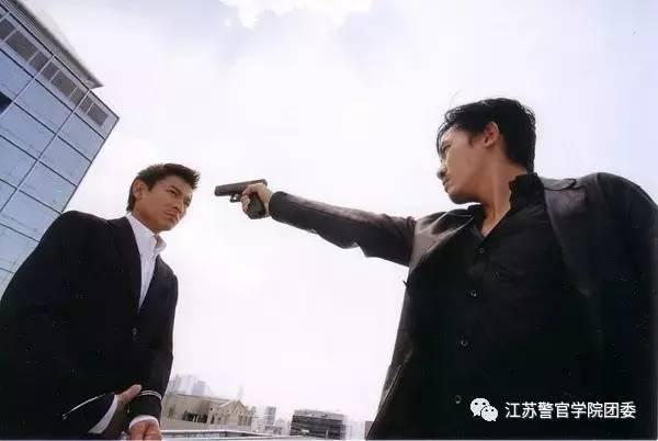 我想做个好人囹�a_天台上,陈永仁用枪指着刘,刘说\