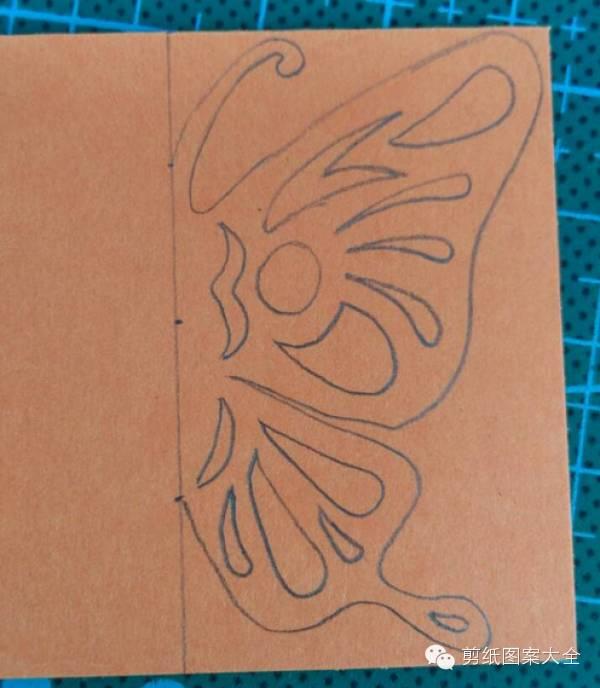 蝴蝶剪纸图案步骤-立体蝴蝶书签