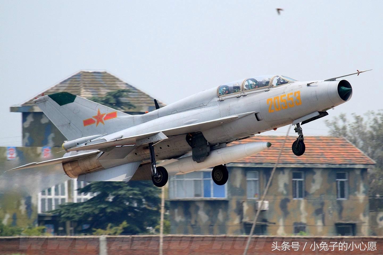 现役部队23000人 300多架飞机大多来自中国