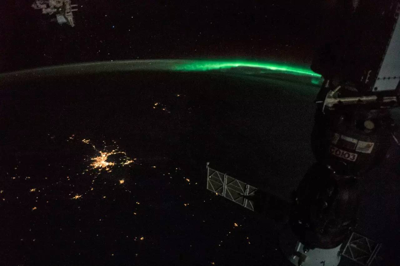 三枚火箭相继郑秀文杨千�煤嫌胺⑸洌�开启极光探测之旅