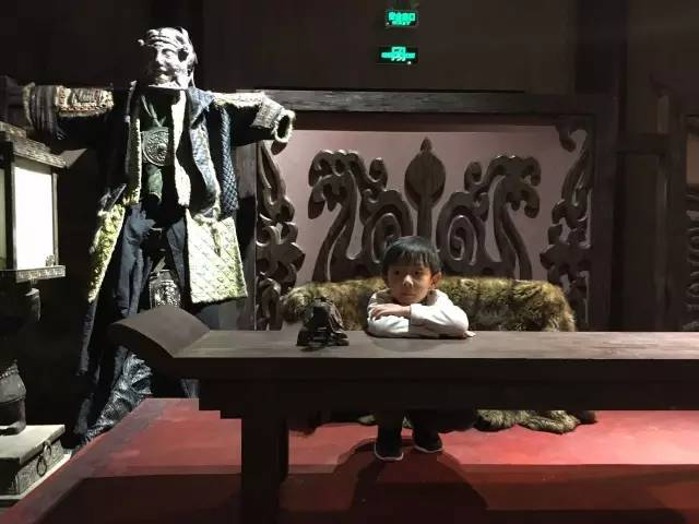 跟着成龙大哥玩,或许你的孩子会成为下一个吴彦祖,王凯