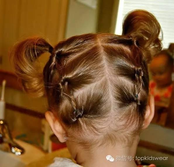 点长的宝贝不妨试试以下这些俏皮的发型,可以扎成马尾,也可以编成麻花图片