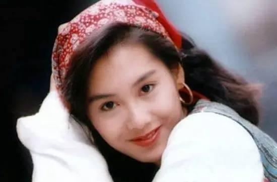 80年代的香港女明星,即便是当时的装扮放到今天也还是很时髦,无论发型