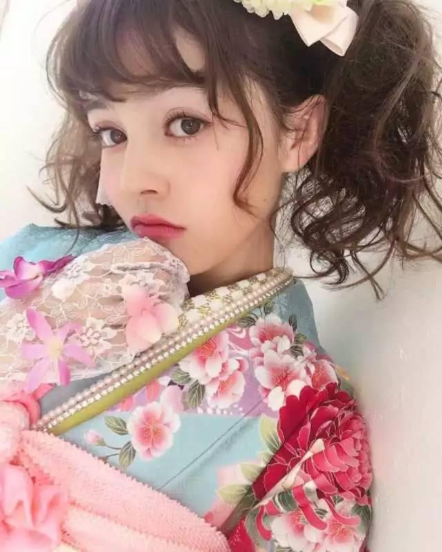 新生代麻豆加藤娜娜是日本和荷兰的混血儿,为美发沙龙拍摄型录后被