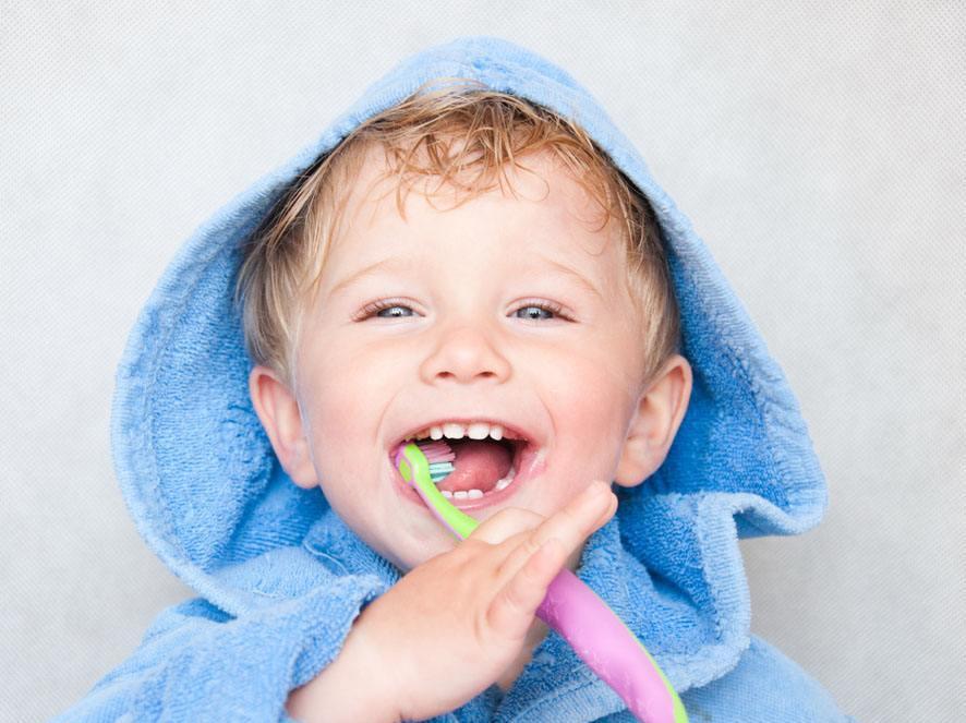 宝宝一岁了,1个月前发现有口腔溃疡,舌头两边起白泡,后来又发