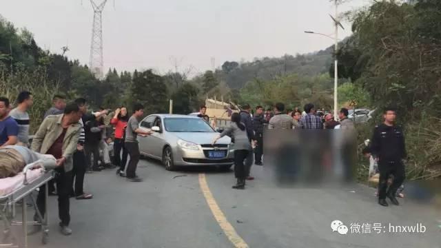 林业局长被免,湖南郴州 4.3 翻车事故致12死19伤