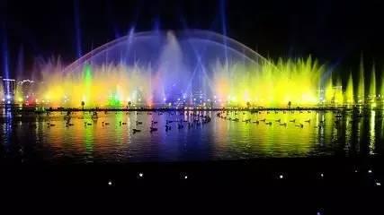 2,金鸡湖音乐喷泉停了,想看的话去苏州湾音乐喷泉,每周五周六7点开放图片
