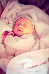 37岁女子接踵怀胎12次,最后一胎病情危殆,其余的11胎竟...