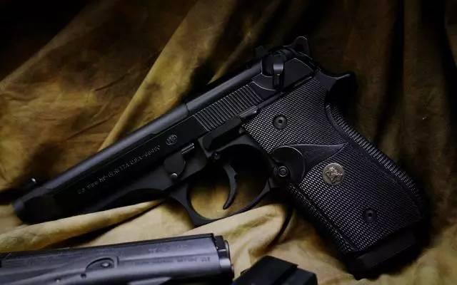 2011nm9�-�8^XjΊ8^i ޘX�_用文字来解说伯莱塔m9手枪显得太苍白无力,静静的看美