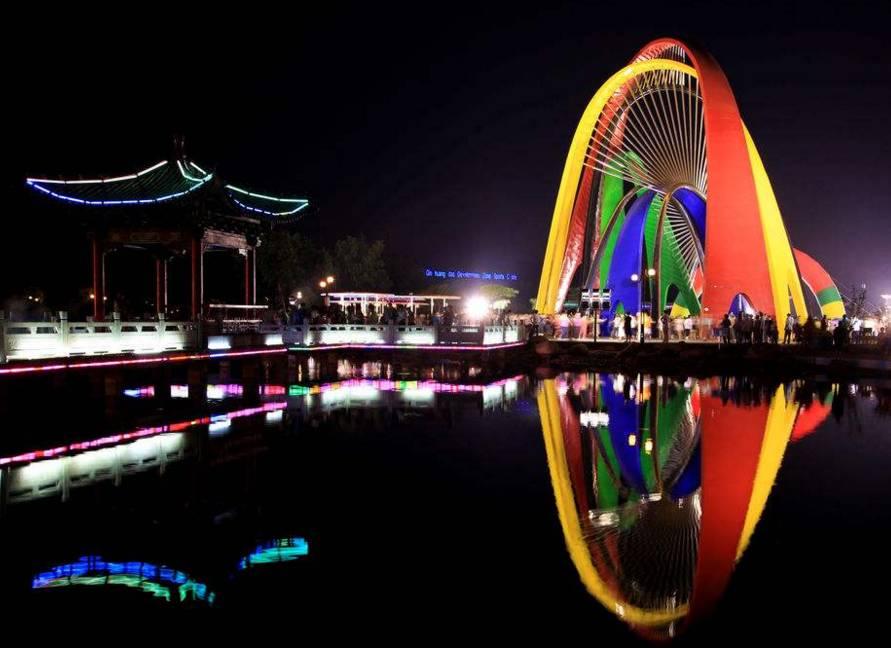 北戴河新区   北戴河新区位于秦皇岛市区西部沿海,北起洋河、南到滦河、西至沿海高速和京哈铁路、东到渤海.
