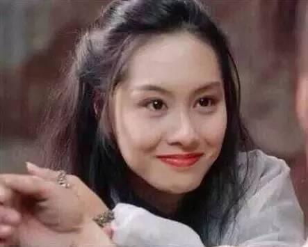 我们先来观察一下这幅图,紫霞仙子的眼睛本来就很漂亮,她眨眼的时候图片