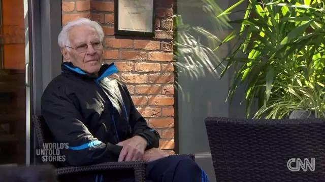 荷兰小镇闪耀的人性光: 幸福的阿尔兹海默症老人们