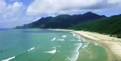 """荷包岛 十里银滩 荷包岛,位于珠海市的西南端,海水清澈透明有""""十里"""