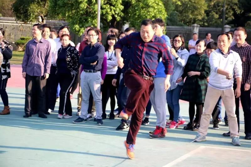 校园春光无限好, 青葱 一把正当时 初中部成功举行教职员工体育活动图片