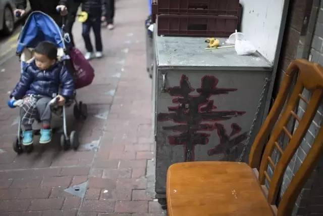 周星驰钟意他,他手中的一支笔,几乎成了全香港大片的招牌 - 浪浪云 - 仰望星空