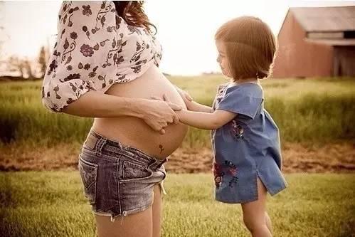 一女子20年怀胎19次,18个孩子连续死亡,真相竟是……