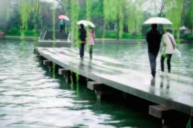 下雨天怎么逛杭州