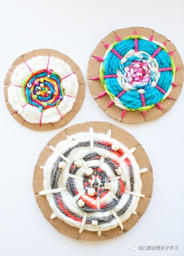 在过程中还能涂鸦,增添编织的乐趣 【纸盘收纳盒】   【步骤教程】