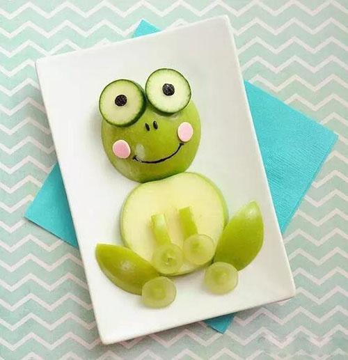 创意水果拼盘的做法比较简单,只要您足够有创意就可以拼出让宝宝胃口