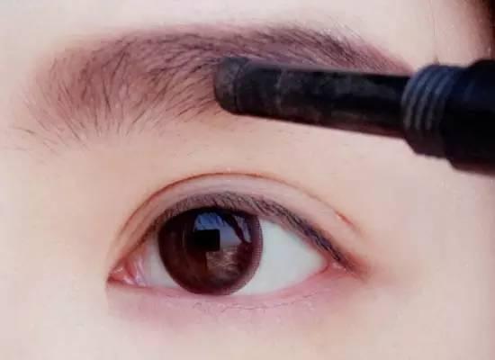 素颜眼影画法照