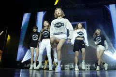 女王范!SNH48国际小分队出道秀长腿 秀蛮腰