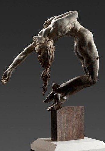 撑杆跳的女人体白铜人体雕塑