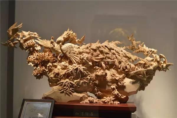 其它 正文  东阳木雕在雕刻自然万物时,更是给人以美的享受.