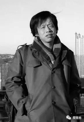 王小波:那一天我二十一岁,在我终身的黄金时期,我有很多多少期望。我想爱,想吃,还想在一霎时酿成天上半明半暗的云……