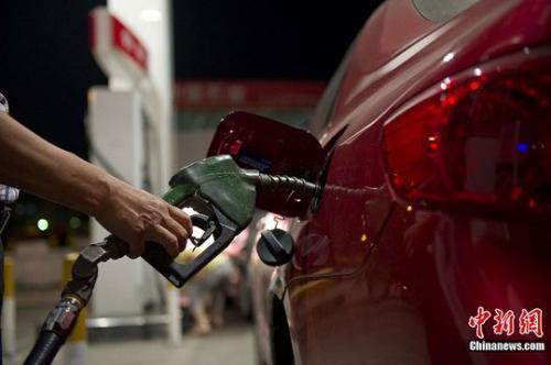国内油价迎年内最大涨幅92号汽油每升上调0.16元