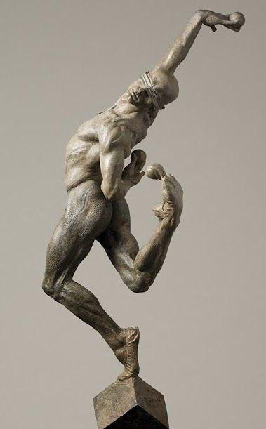 玩水晶球的男人白铜人体雕塑
