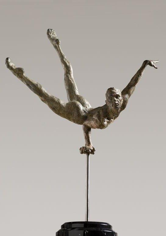 鞍马体育项目白铜人体雕塑