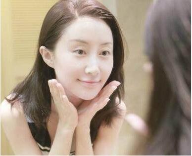 洗脸的正确方式:舒畅景甜pk卸妆素颜更是逆天美