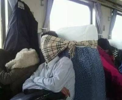 拍火车上的各种睡姿 笑喷了,你们看到过吗 ,始兴去香港做验男女 -
