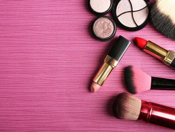 社交媒体捧红美妆小品牌