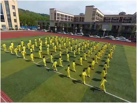 汉中市仁德学校第一届田径运动会开幕式成功举办图片 39491 557x419