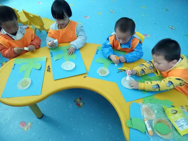 瓜子粘贴画《美丽的向日葵》-多彩有趣的幼儿园生活 走进洛宁翔梧路