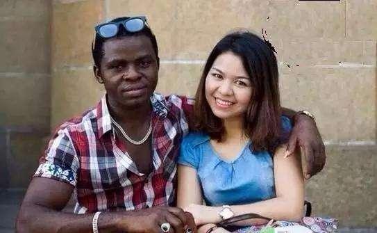 黑人干老婆_嫁给非洲黑人的中国姑娘是享福还是遭罪