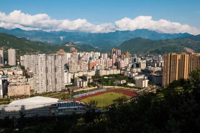 竭型城市之一,重庆万盛经济技术开发区近年来一直在探索可持续的