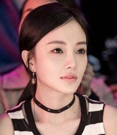 【美妆】今年最潮妆容,杨紫李小璐美出新高度,网友惊呼太美疑似整容