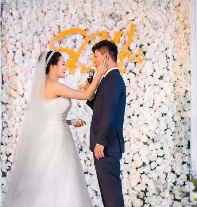 从校服到婚纱,我们一毕业就结婚