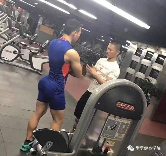 白百合出轨我不关心,但说小伙儿是肌肉猛男,我不服!