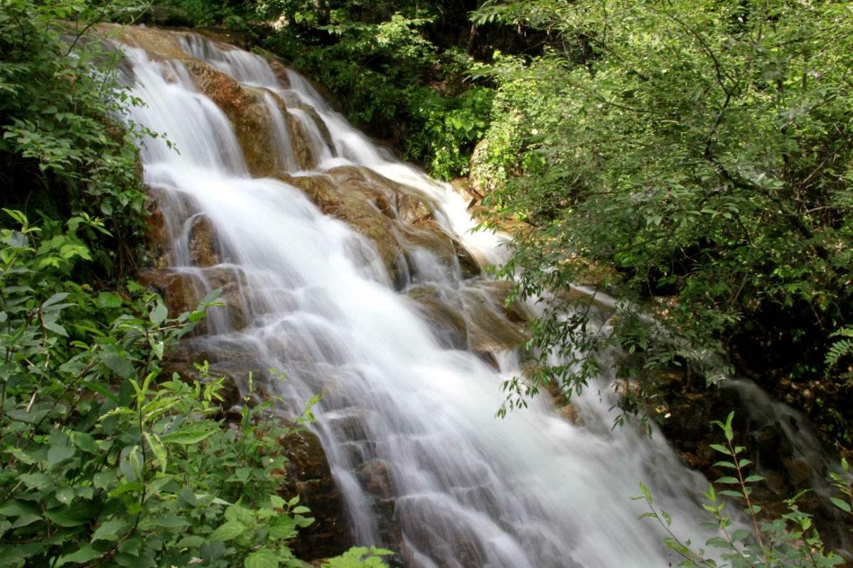 云花溪谷风景区   特色景区   天生桥瀑布群高清图片