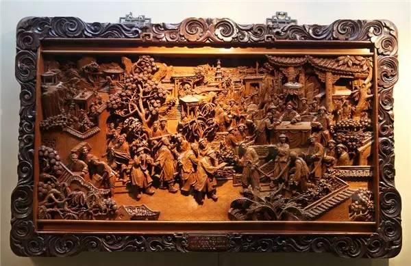 东阳雕刻艺人在飞鸟走兽上下的功夫也是颇深,龙纹仙鹤,无论是远