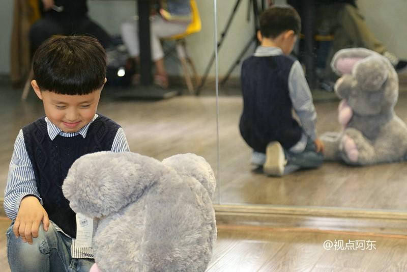 """试镜现场实拍:5岁小朋友的""""明星梦""""你未必能懂 - 视点阿东 - 视点阿东"""