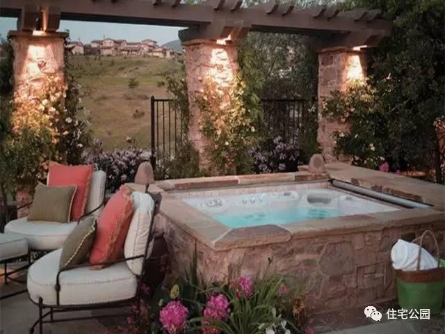 乡村别墅游泳池已过时,现在流行庭院带浴池,10套实景分享