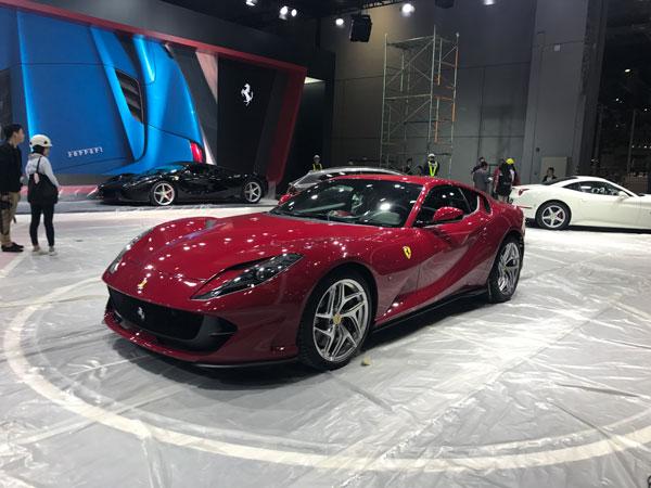 外观方面,新车采用了全新的空气动力学套件,大灯造型与前进气格栅都发图片