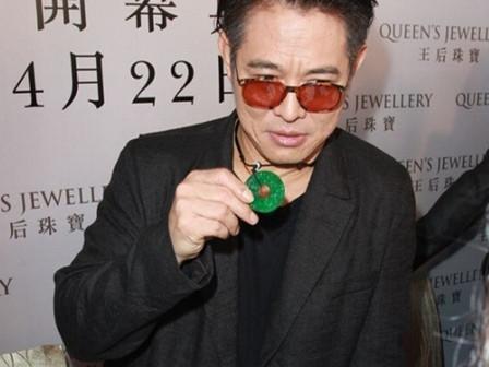 李连杰花3000万只换来一个挂坠,翡翠为什么那么贵