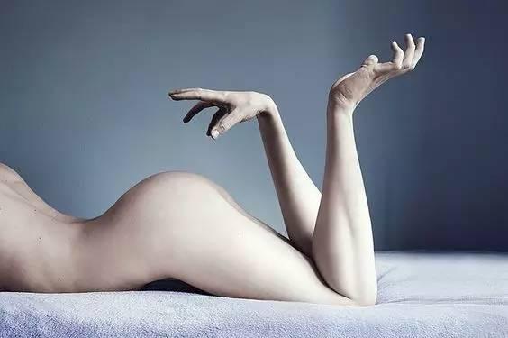 另类的人体雕塑手脚更换